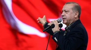 """Erdogan agli infedeli: """"Esigo comizi in Europa"""". Ma in Turchia li vieta"""