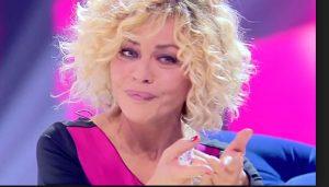"""Isola dei Famosi, Eva Grimaldi contro Raz Degan: """"Ti uccido"""". Il web chiede l'espulsione"""