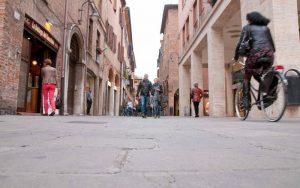 Multe ai ciclisti, a Ferrara decine di sanzioni, anche da 160 euro