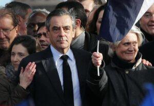 Francia, candidato centrodestra Fillon indagato per gli stipendi di moglie e figli