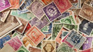 """Collezionare francobolli è reato: """"Sono beni demaniali"""""""