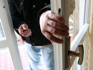 Furto in casa, 12 ladri assaltano una villetta durante l'ora di cena
