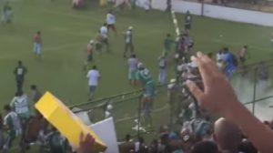 YOUTUBE Gama-Brasiliense, mega rissa in campo: derby di Brasilia sospeso