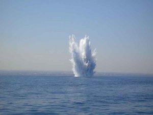 """Toscana, misteriose esplosioni in mare: """"Getti d'acqua, fango e detriti alti 10 metri"""""""