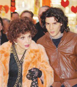 """Gina Lollobrigida, figlio e nipote contro il """"baby"""" assistente Andrea Piazzolla: """"Distrugge il patrimonio"""""""