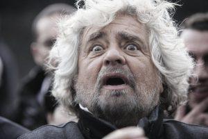 Genova, i fulmini di Grillo mentre sinistra e destra si polverizzano