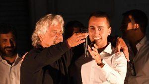 """Grillo: """"Deputati non possono sfiduciare premier"""". Un uomo solissimo al comando"""