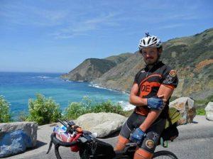Mike Hall, morto il ciclista che fece il giro del mondo in bicicletta