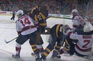 YOUTUBE Hockey: si taglia alla gola e resta in campo per 20 secondi