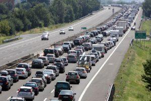 Incidente stradale su A4; maxitamponamento, sette persone ferite