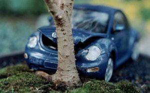 Antonio Mancini, meccanico, va a provare l'auto riparata: si schianta e muore