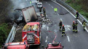 Incidente su A10 tra Albisola e Celle Ligure: tir travolge operai, 2 morti