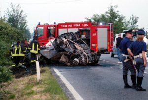 A1: auto tampona Tir, poi l'incendio