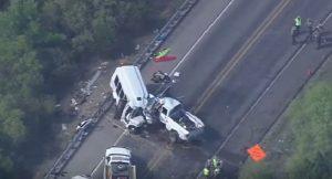 YOUTUBE Texas, bus della chiesa si sconta con pick-up: 13 morti