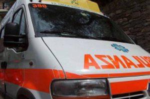 Lacchiarella (Milano), invade la corsia opposta e si schianta contro un camion: morta una donna (foto Ansa)