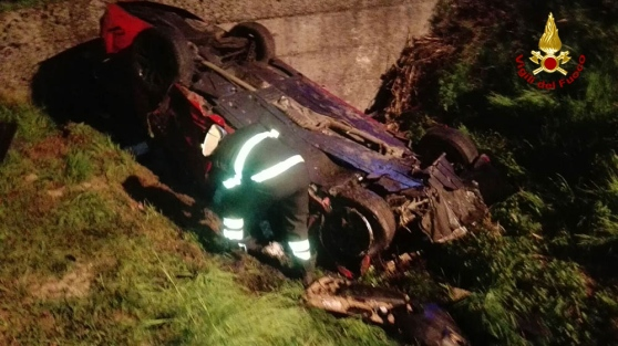 Tragedia all'alba sulla Postumia Auto nel fossato: morte due donne