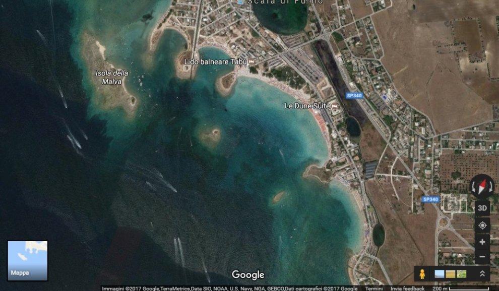 Nel Salento è spuntata un'isola a forma di cuore