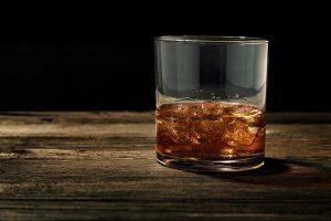Bourbon non per ebrei, ecco perché le distillerie possono contaminare il whiskey