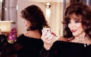 """Joan Collins arrabbiata in diretta: """"Non sono ricca caz..."""""""