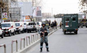 """Kabul, assalto Isis a ospedale militare: """"Almeno 100 morti"""""""