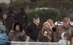 """""""Elvis Presley è vivo"""", la foto di un fan a Graceland. Ecco le teorie più bizzarre..."""