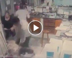 Brasile, poliziotta entra nel negozio e spara al rapinatore