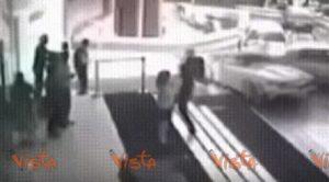 YOUTUBE India: Lamborghini distrutta dal parcheggiatore. Non sapeva usare il cambio automatico