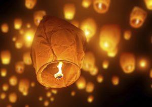 """Amianto nelle lanterne cinesi volanti, """"attenzione al cordino"""". Il ministero le ritira"""
