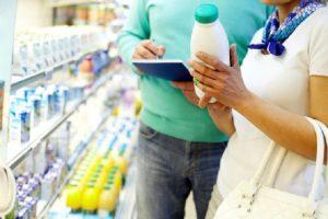 """Latte, etichette trasparenti dal 19 aprile. Ma occhio alle trappole """"Made in Italy"""""""