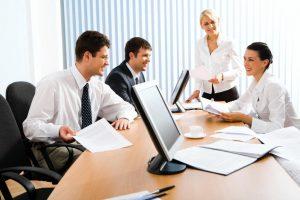 Incontro di lavoro, consigli per fare buona impressione: buone maniere, vestiti...