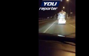 """Carabinieri filmano auto davanti: """"Ma vi rendete conto come viaggia questo?"""