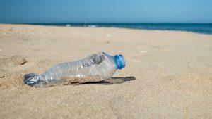 Adriatico e Ionio, sulle spiagge 658 rifiuti ogni 100 metri