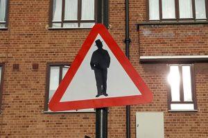 Attenti agli ebrei: il cartello a Londra che scatena le polemiche FOTO