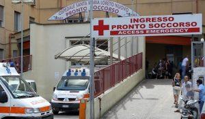 "Napoli, bomba carta davanti all'ospedale degli ""assenteisti"""