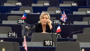 Marine Le Pen: Parlamento Ue revoca immunità. Ma solo per aver diffuso video esecuzioni Isis