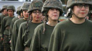Soldatesse dei Marines senza veli su Facebook: il Pentagono apre inchiesta