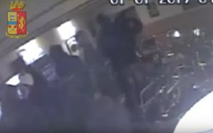 YOUTUBE Matera: minacce e botte a un immigrato, gli scroccavano sempre da bere