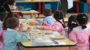 Scuola, un pezzo di ferro nel pranzo dei bambini in mensa