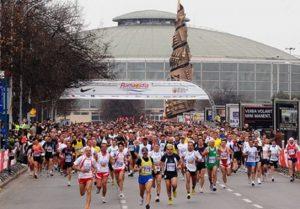 Mezza maratona Roma-Ostia, auto saccheggiate durante la gara