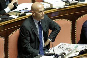 """Augusto Minzolini si dimette da senatore: """"Voglio tornare a fare il giornalista"""""""