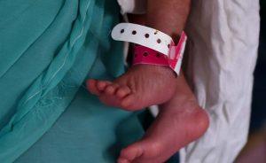 """Neonate sepolte vive in India: macabra pratica contro la """"morte per dote"""""""