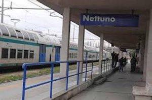 Giovane indiano rapinato e pestato a sangue sul treno Roma-Nettuno