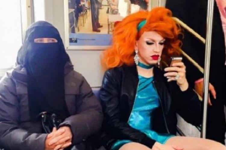Una donna col niqab e una drag queen: la FOTO nella metro di New York