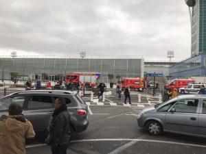 Terrorismo, autopsia: l'uomo dell'aeroporto di Orly era ubriaco e drogato