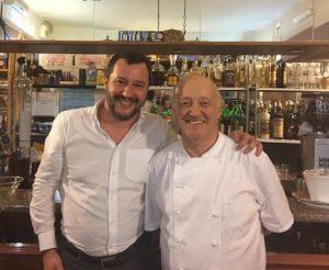 """Salvini a cena dal ristoratore che ha ucciso il ladro: """"Brava persona, cucina fantastica"""""""