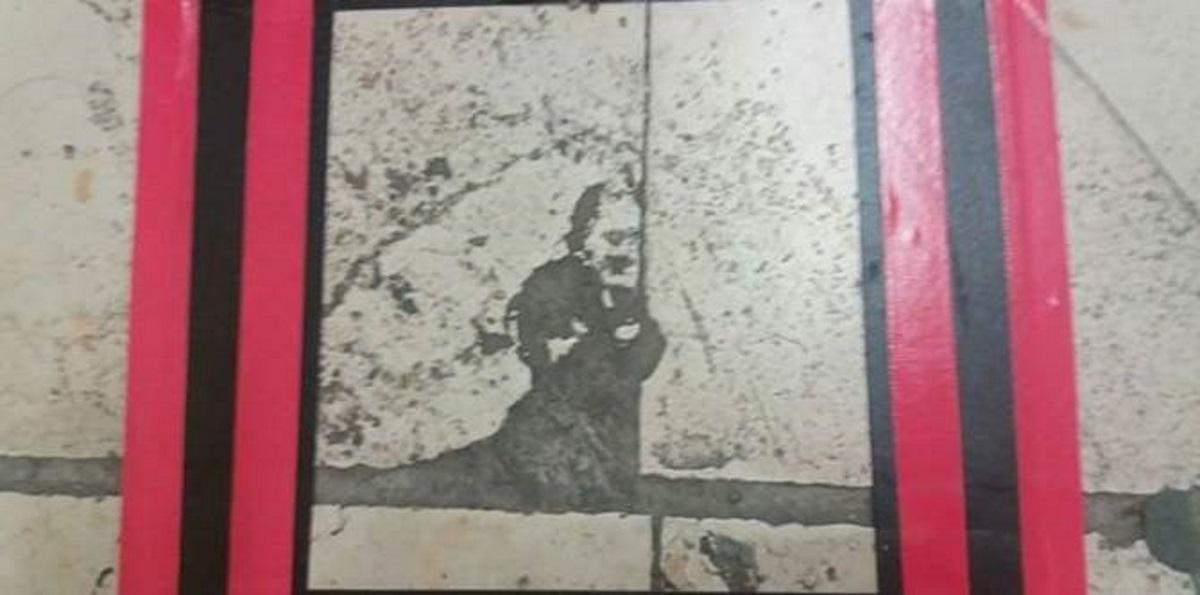 """Padre Pio """"appare"""" a Cosenza: l'immagine sulla mattonella, macchia o miracolo?"""