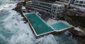 Sydney, pallanuoto sul mare in tempesta: onde mare travolgono piscina