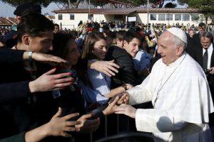 """Papa Francesco: """"Le streghe non esistono. Mi fa paura il chiacchieraggio"""""""