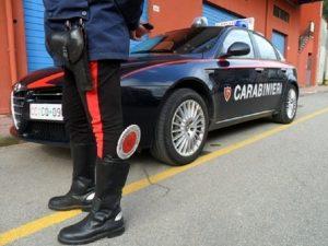 Parma, si barrica per ore in casa con il cadavere del padre