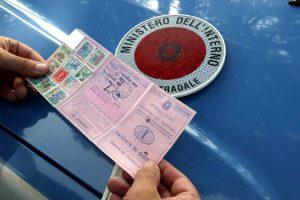 Guida senza patente, multe fino a 30mila euro e confisca del veicolo